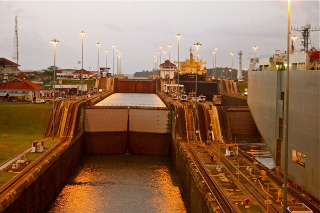 Locks At Panama Canal-2006