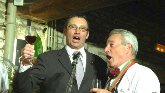 Vincent singing - LaPaulee Meursault 2012