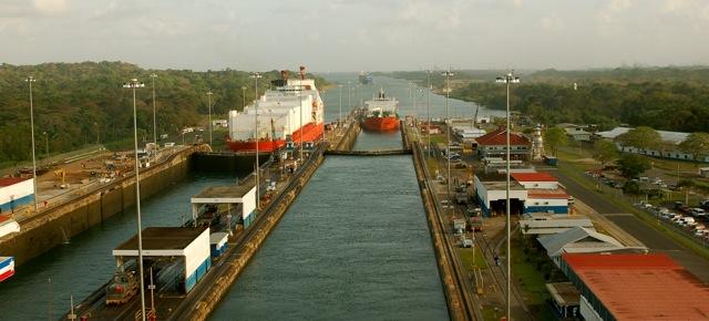 Locks At Panama Canal-2006